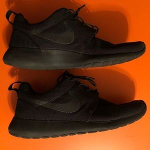 Nike Roshe All Black